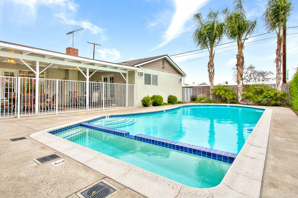 large single family Anaheim rentals with private pools